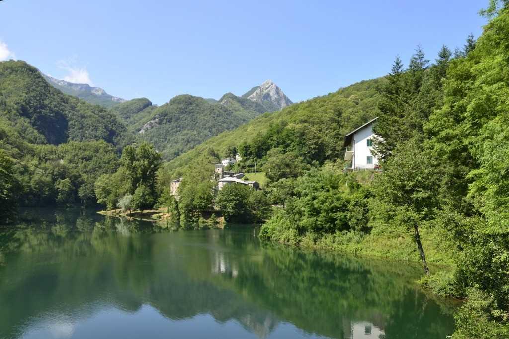 Isola Santa w Garfagnana, samotna wioska, z dala od wszystkiego.